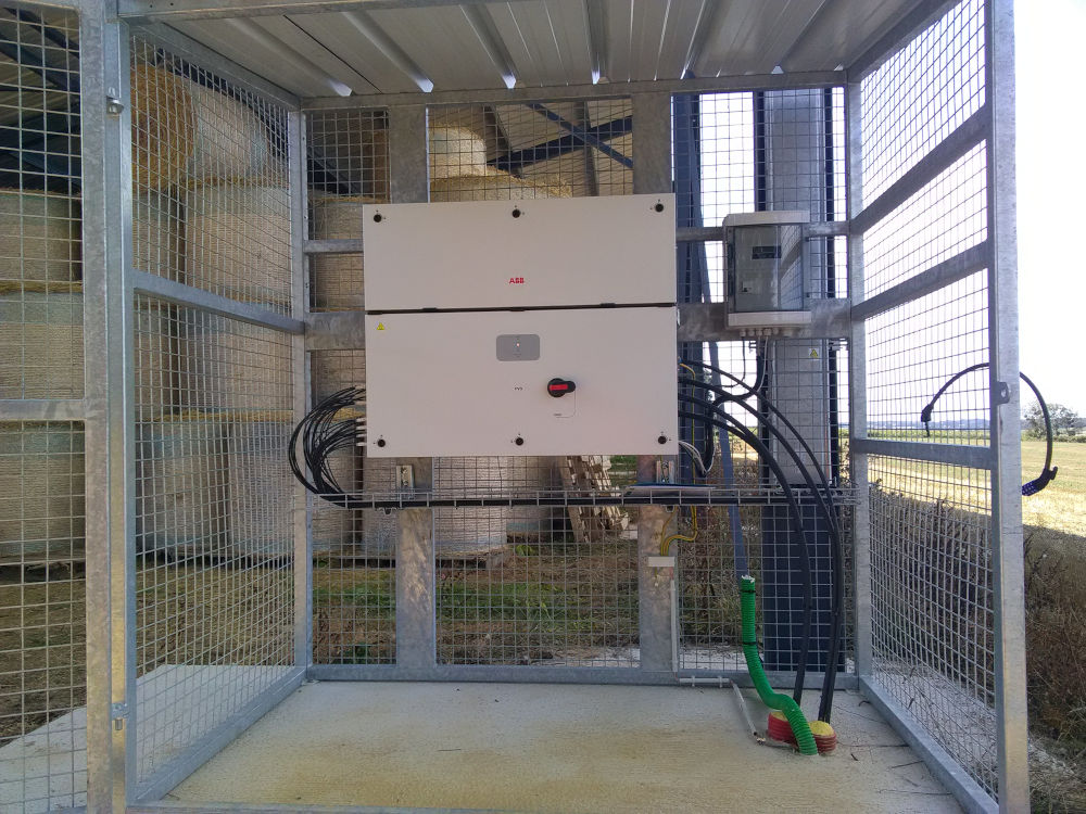 local technique dans un bâtiment photovoltaïque agricole
