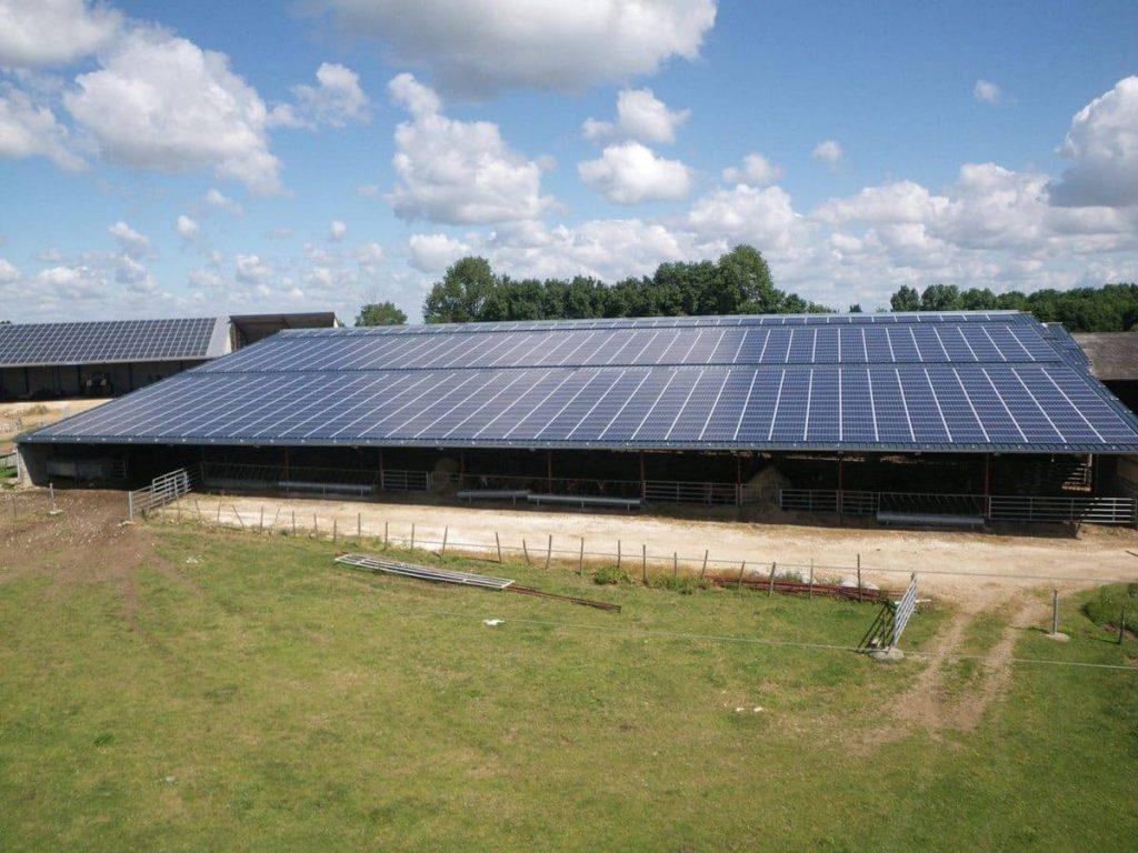 location de toiture photovoltaïque sur un bâtiment agricole